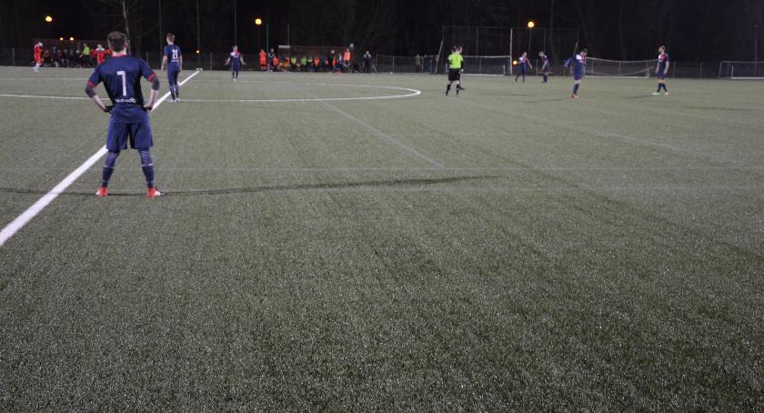 Piłka nożna, Dreszczowiec Bemowie Rozwój pokonał faworyta - zdjęcie, fotografia